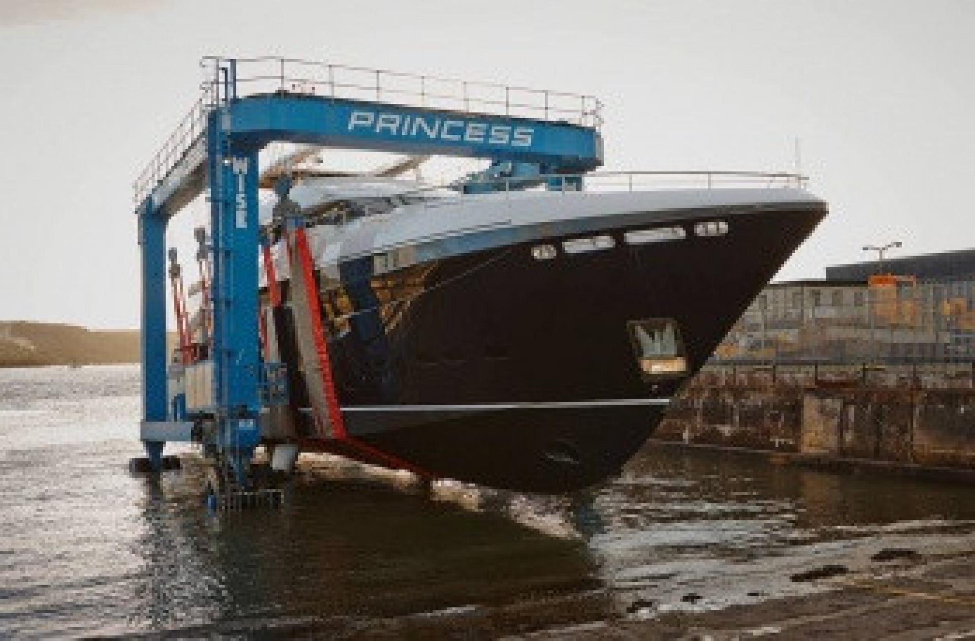 Princess 40M Lancement troisième coque