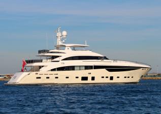 40m-exterior-cream-hull-x5-1.jpg