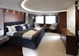 40m-owners-suite-alt-american-walnut-satin.jpg