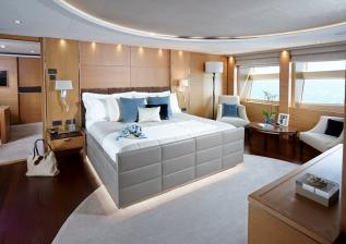 40m-owners-suite-solaris-custom-oak-satin.jpg