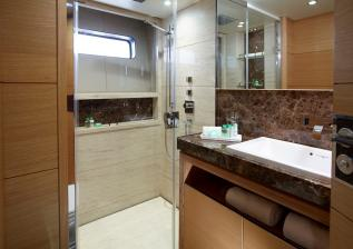 40m-starboard-aft-bathroom-solaris-custom-oak-satin.jpg