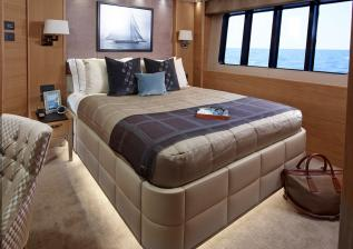 40m-starboard-aft-cabin-solaris-custom-oak-satin.jpg