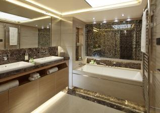 40m-owners-bathroom-alt-solaris-custom-oak-satin.jpg