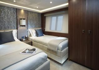 40m-port-twin-cabin-american-walnut-satin.jpg