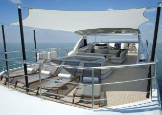 35m-exterior-flybridge-with-awning-1.jpg