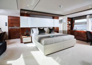 35m-interior-owners-suite-american-walnut-gloss.jpg