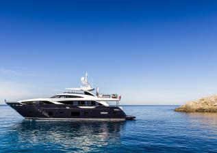 30m-exterior-blue-hull-20.jpg