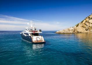 30m-exterior-blue-hull-23.jpg