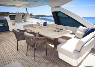 30m-exterior-flybridge-dining-area-my-anka.jpg
