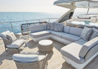 30m-exterior-flybridge-seating-my-bandazul.jpg