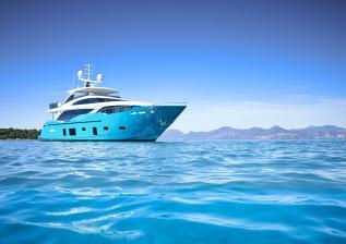 30m-exterior-turquoise-hull-my-anka-2.jpg