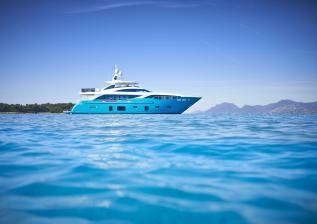 30m-exterior-turquoise-hull-my-anka-3.jpg