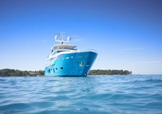 30m-exterior-turquoise-hull-my-anka-6.jpg