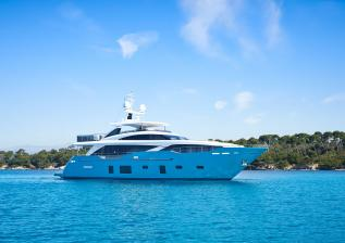 30m-exterior-turquoise-hull-my-anka-9.jpg