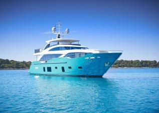 30m-exterior-turquoise-hull-my-anka-12.jpg