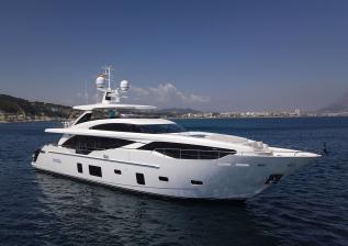 30m-exterior-white-hull-my-bandazul-1.jpg