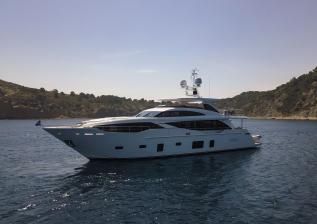30m-exterior-white-hull-my-bandazul-2.jpg