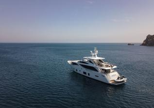 30m-exterior-white-hull-my-bandazul-3.jpg