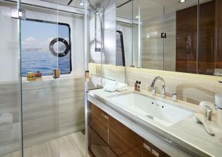 30m-interior-aft-starboard-bathroom-american-walnut-gloss.jpg