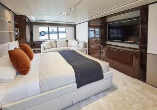 30m-interior-aft-vip-cabin-my-bandazul.jpg