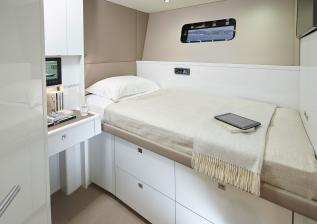 30m-interior-captains-cabin.jpg