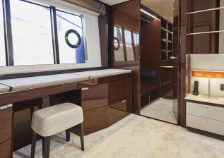 30m-interior-aft-vip-cabin-dressing-table-my-bandazul.jpg