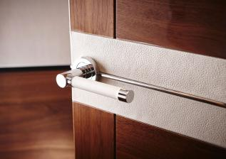 30m-interior-door-detail-american-walnut-gloss.jpg