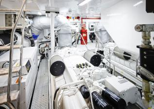 30m-interior-engine-room-2.jpg