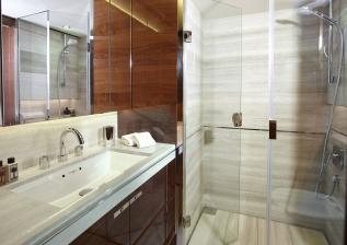 30m-interior-forward-port-bathroom-american-walnut-gloss.jpg