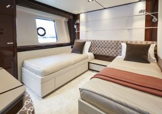 30m-interior-forward-port-cabin-my-bandazul.jpg