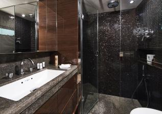 30m-interior-forward-port-bathroom-my-anka.jpg