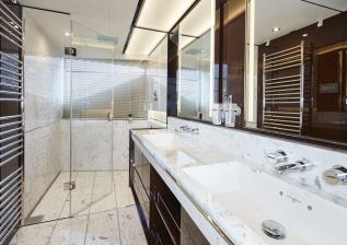30m-interior-owners-bathroom-my-bandazul.jpg