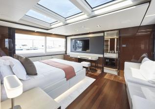 30m-interior-owners-stateroom-my-bandazul-2.jpg