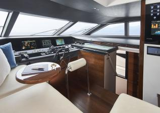 30m-interior-wheelhouse-my-anka.jpg