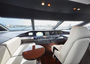 30m-interior-wheelhouse-my-bandazul.jpg
