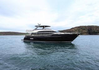 y85-exterior-blue-hull-sea-trial-2.jpg