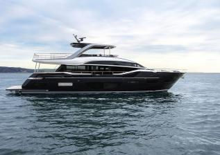 y85-exterior-blue-hull-sea-trial-3.jpg