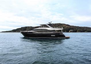 y85-exterior-blue-hull-sea-trial-4.jpg