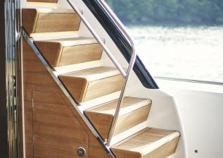 y85-exterior-flybridge-stairs-1.jpg