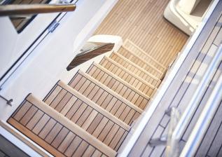y85-exterior-flybridge-stairs-2.jpg