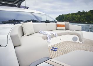 y85-exterior-foredeck-seating.jpg
