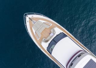y85-exterior-white-hull-08.jpg