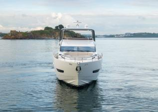 y85-exterior-white-hull-11.jpg