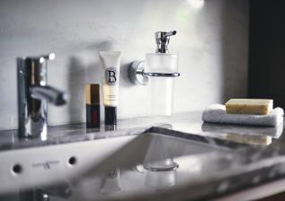 y85-interior-owners-bathroom-detail-walnut-satin.jpg