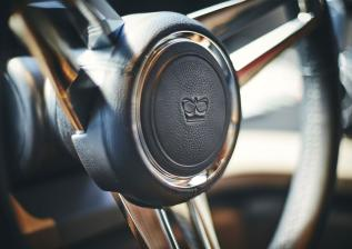 y85-interior-helm-wheel-detail-walnut-satin.jpg