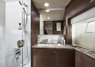 y85-interior-starboard-cabin-bathroom-walnut-satin.jpg