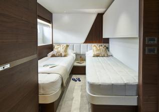y85-interior-starboard-guest-cabin-walnut-satin.jpg