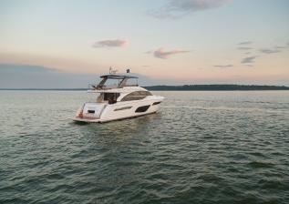 f70-exterior-white-hull-17.jpg