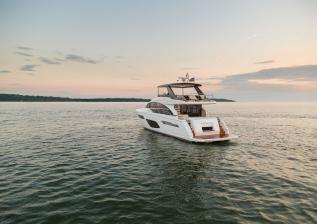f70-exterior-white-hull-19.jpg