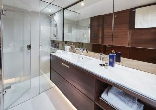 f70-interior-owners-bathroom.jpg